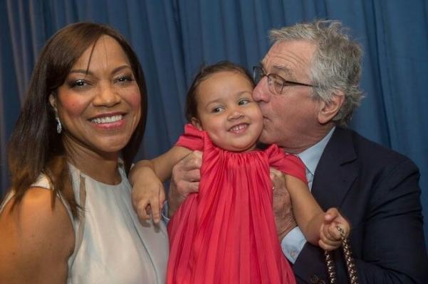 Tres de sus seis hijos de Robert Deniro nacieron gracias a las madres subrogadas