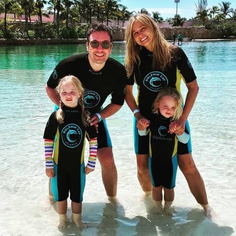 Las hijas Jimmy Fallon y Nancy Juvonen nacieron gracias a la gestación subrogada